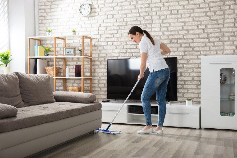limpieza en seco de pisos vinílicos tipo madera
