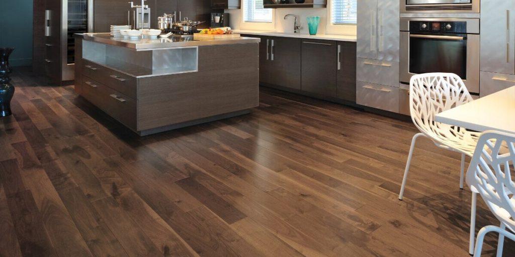 piso de ingeniería en la cocina